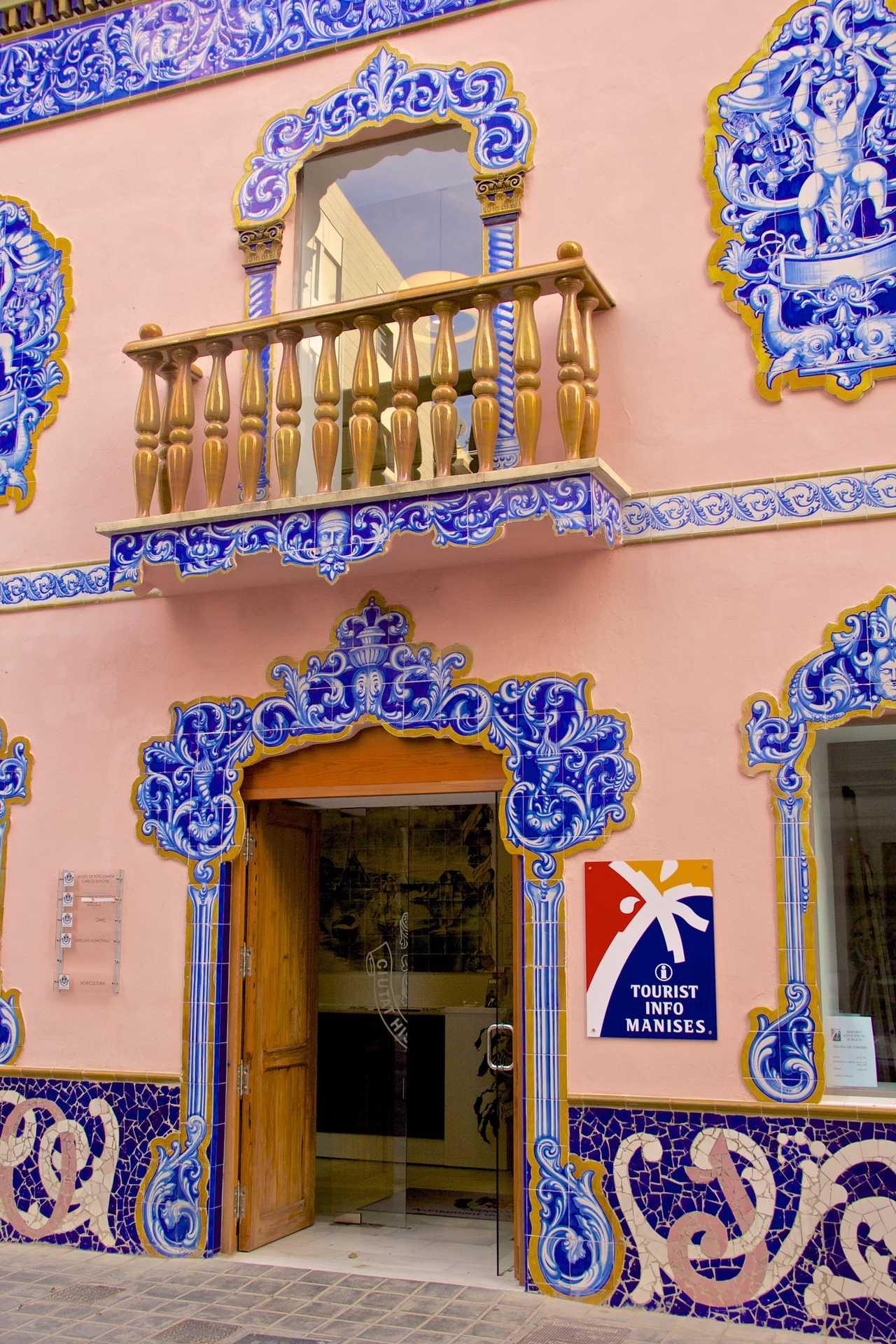 Fachada de la antigua fábrica de cerámica Juan Bautista Huerta Aviñó, El Arte