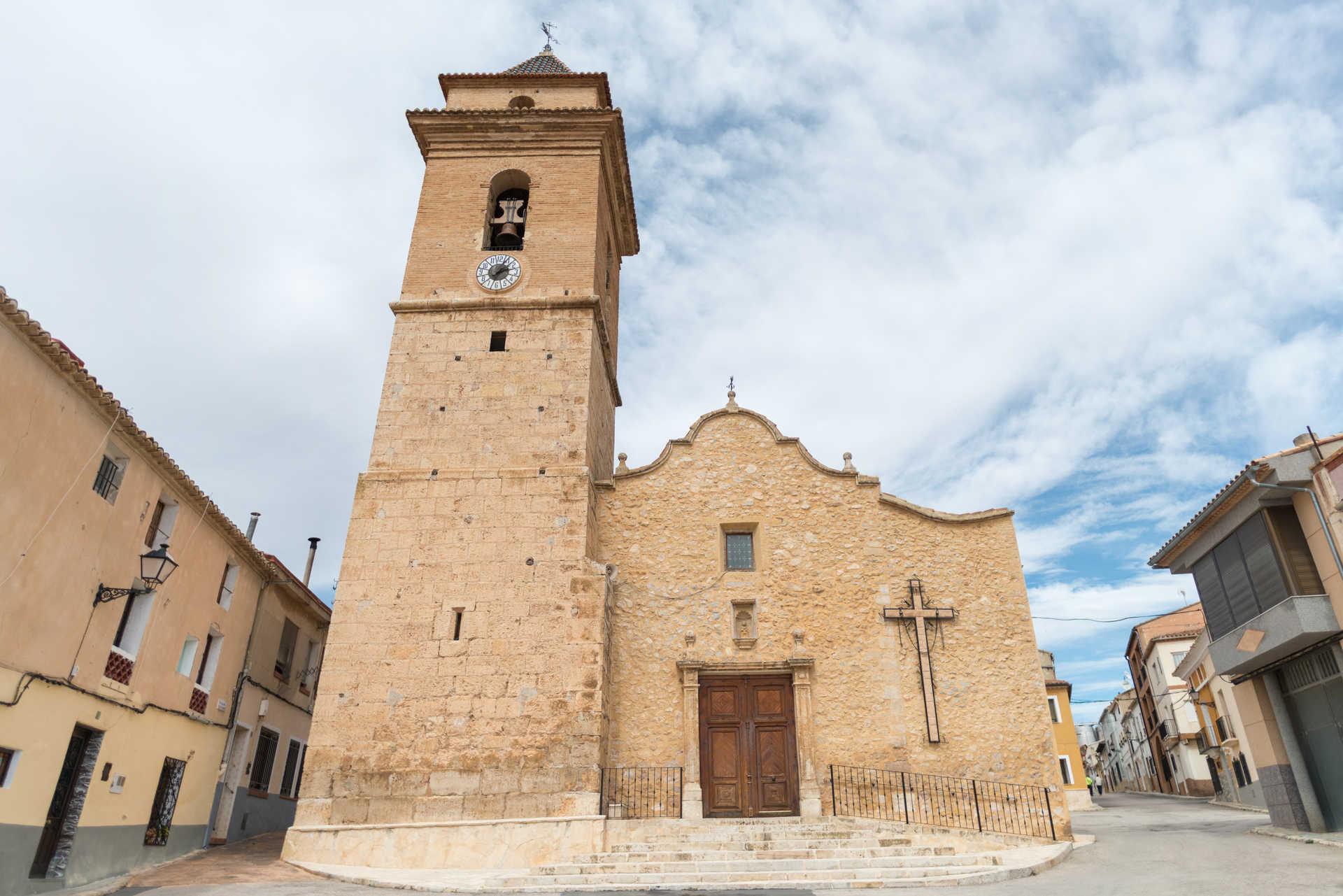 https://multimedia.comunitatvalenciana.com/09E9151ED6E14C8AB74990E8E6AD3F26/img/123E2CE5EA184DEAA765AA9E7910E8F0/Iglesia_de_la_Virgen_de_Loreto_Venta_Del_Moro__539.jpg?responsive