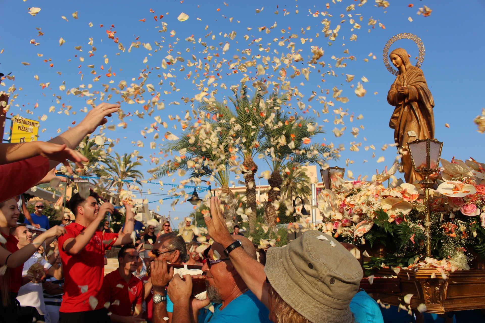 FESTE DER JUNGFRAU DE LA ALEGRÍA EN MIL PALMERAS