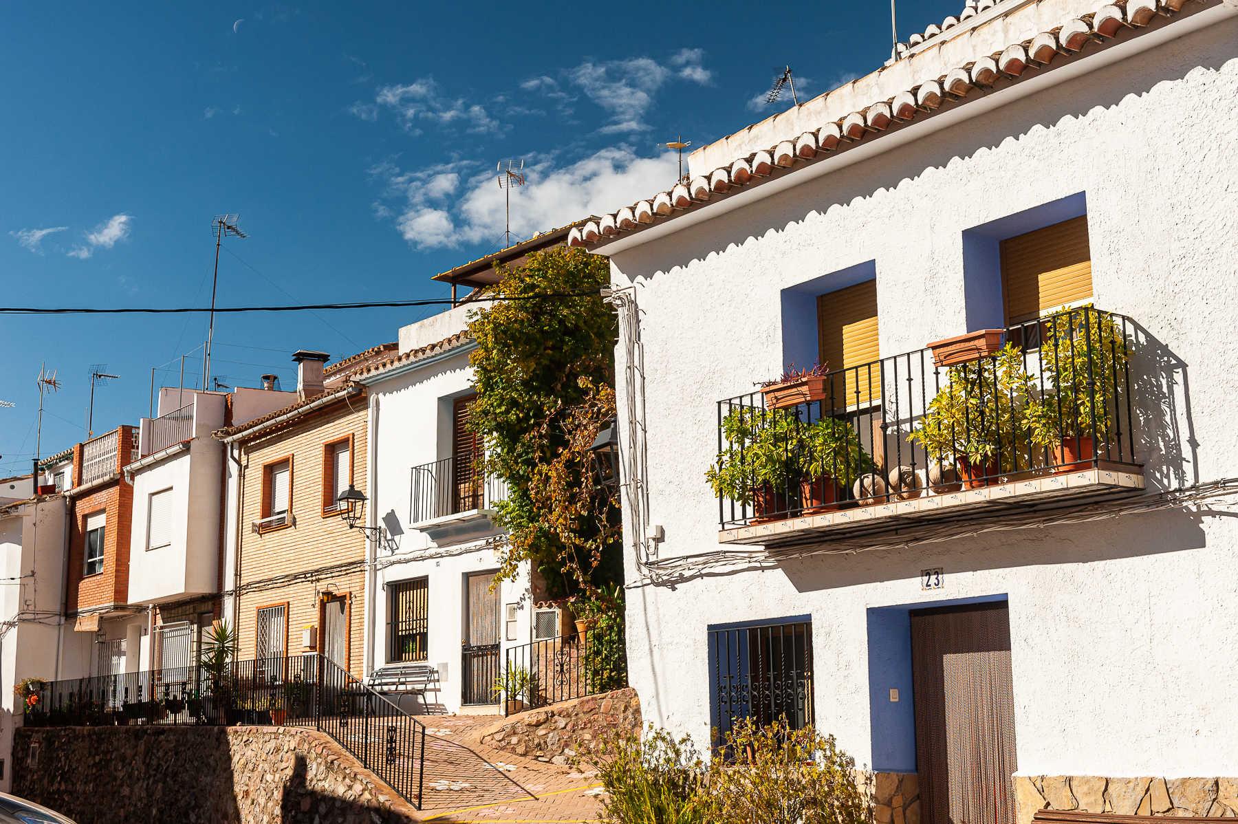 https://multimedia.comunitatvalenciana.com/52C505CC525544D59D0EEB2CB246FFCB/img/61B7E298E0B84BF8BB4F7C9859B8438B/2027-Almedijar-Pueblo-0195.jpg?responsive