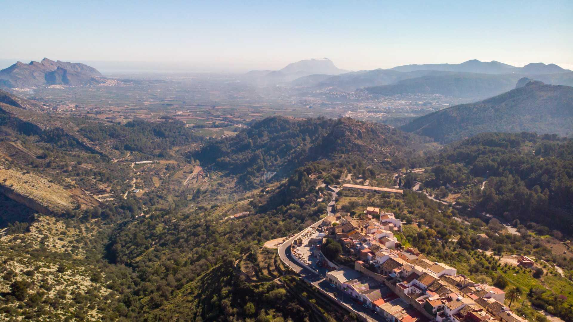 https://multimedia.comunitatvalenciana.com/A6AB2154DBA54BBE80156542FB585234/img/94BA9119F10E45929402546753BEC077/La_Vall_de_Laguar_3.jpg?responsive