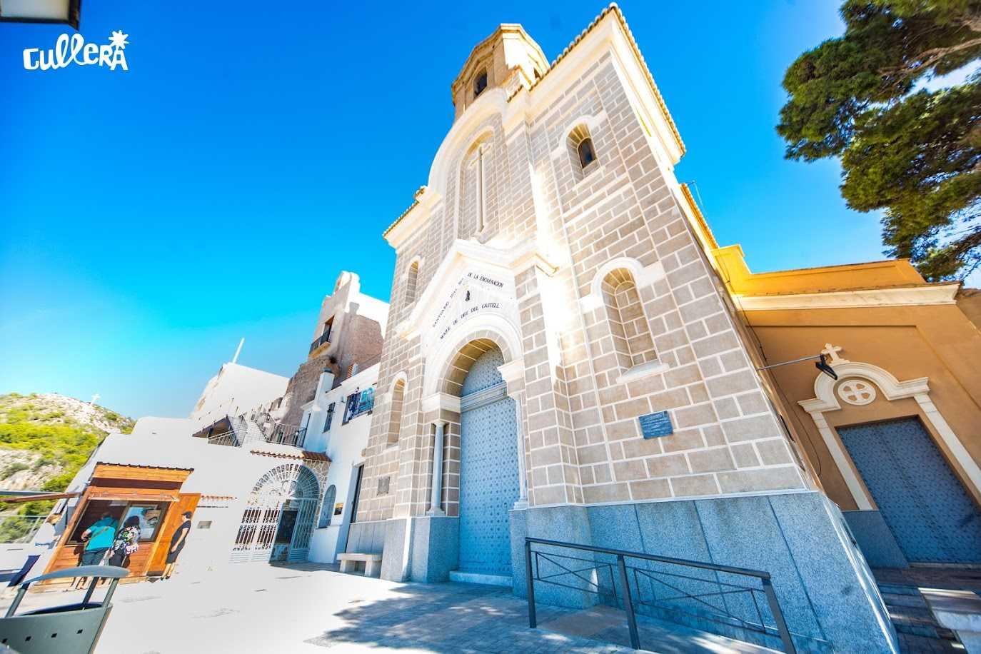 Sanktuarium Der Heiligen Der Burg