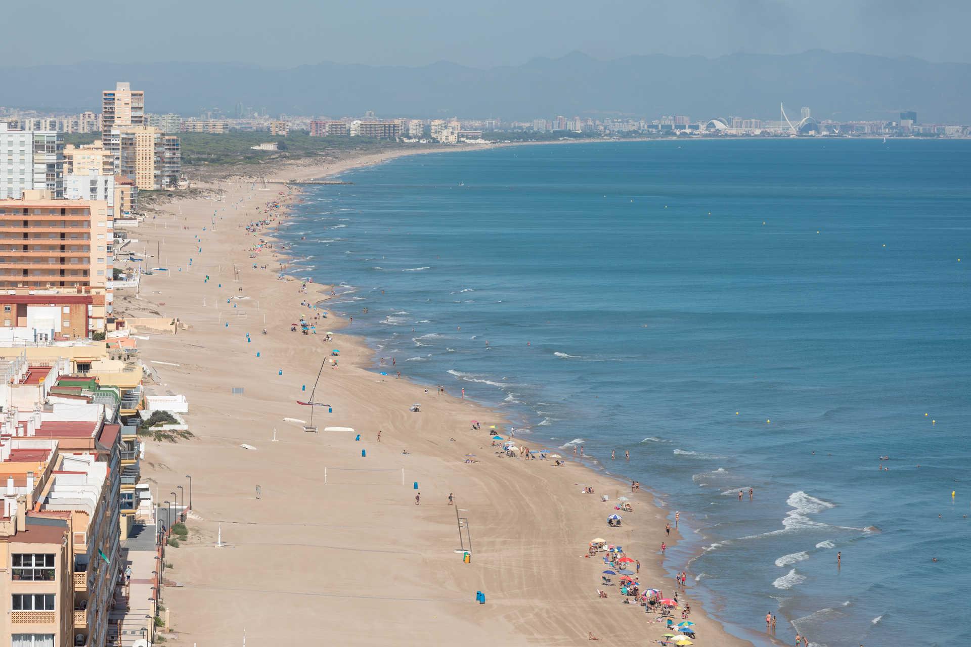 https://multimedia.comunitatvalenciana.com/C2C83EF500244B8E905DD971AB6B5C1D/img/7D95CCDC353045228A1F39B9BEF25BC1/Playa_del_Perellonet_B4A1133.jpg?responsive