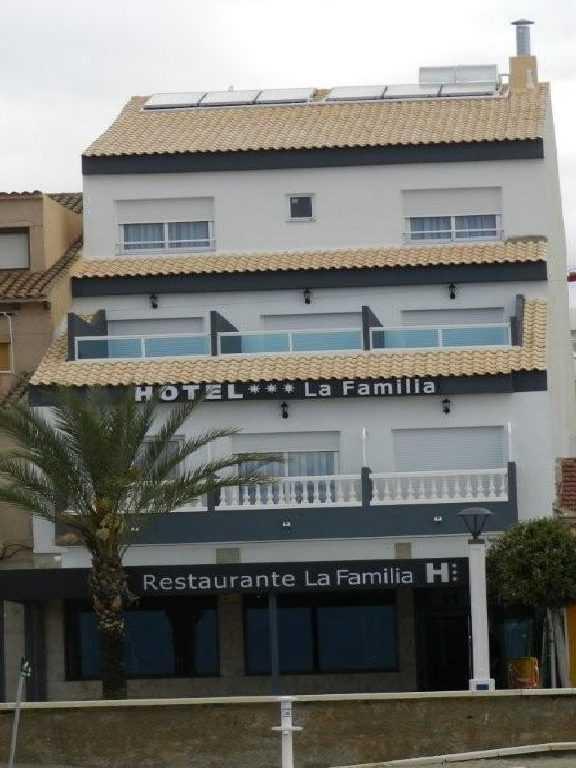 LA FAMILIA PLAYA