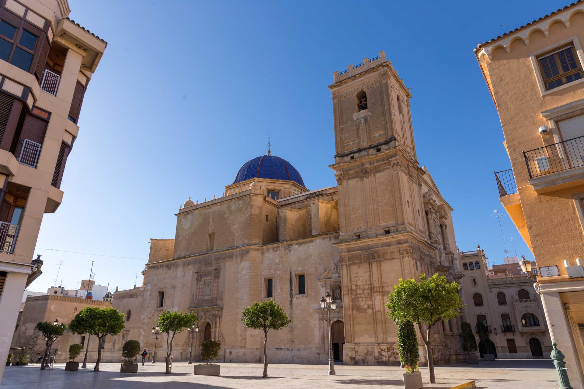 https://multimedia.comunitatvalenciana.com/E0F43BFD77784FC6AB59663DA8195136/img/7ACCA4F7B5D34024BACE9C813AB788BB/Basilica_de_Santa_Maria-_MG_9063.jpg?responsive